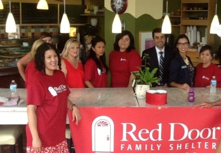 VOLUNTEERS & VENDORS AT SUZYQJEWELS SWAP SELL& DONATE TO THE REDDOOR