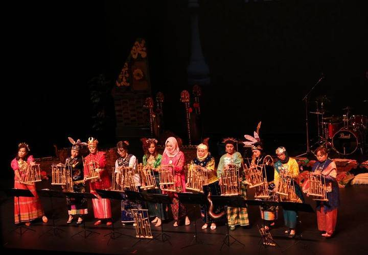 Musicians perform at the Indonesian Cultural Show