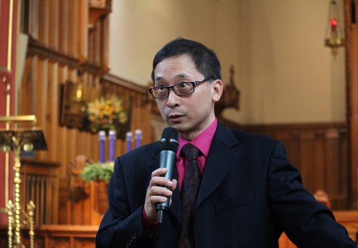 Conductor Ron Cheung during his pre-concert chat to the capacity crowd.