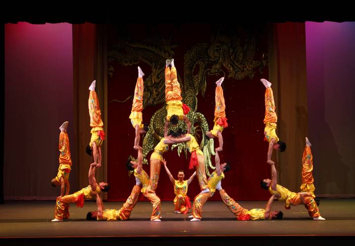 3    peking acrobats pc tom meinhold photography 2 300dpi