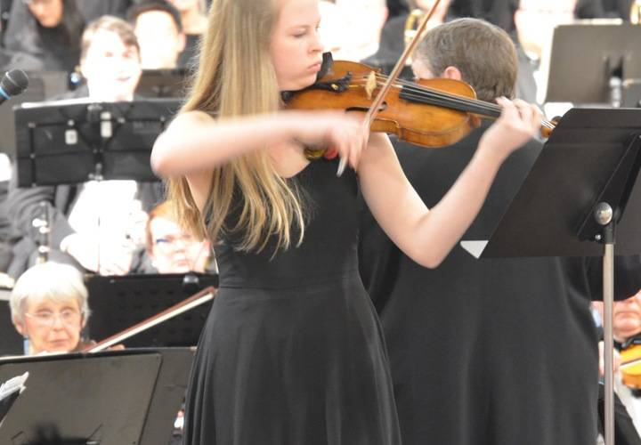 Amelia McNiven Fontani, Violinist with the Dundas Valley Orchestra