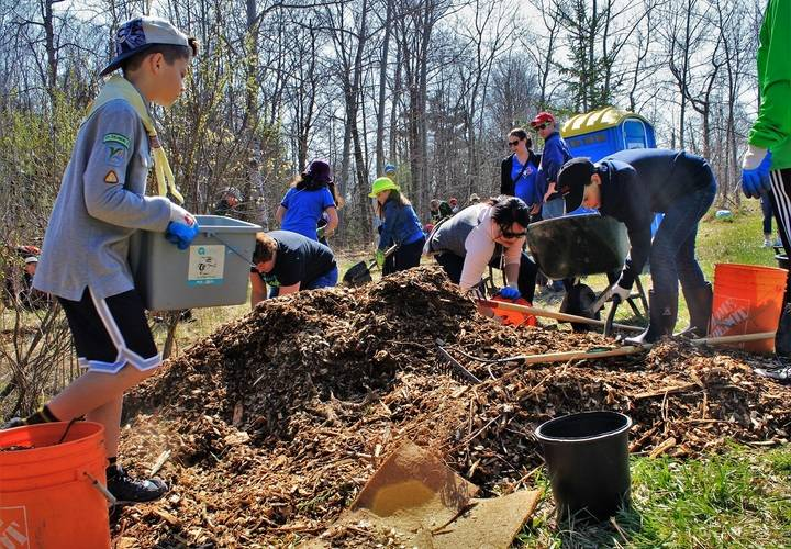 Communityplanting grovewood may2018  39