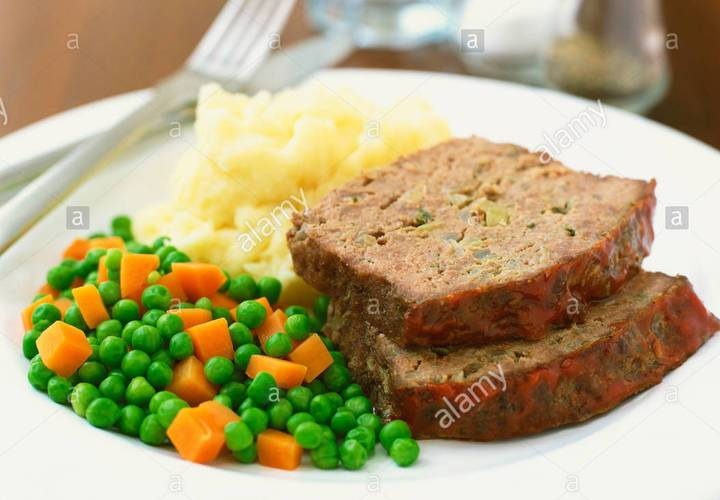 Meat loaf with mashed potatoes peas and carrots x36cmd