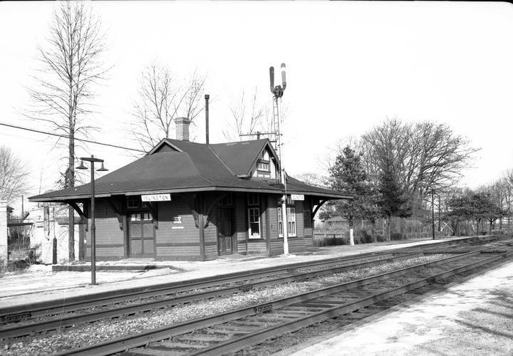 Islington railway station  c.p.r.   islington ave.  w. side  n. of bloor st. w.1954