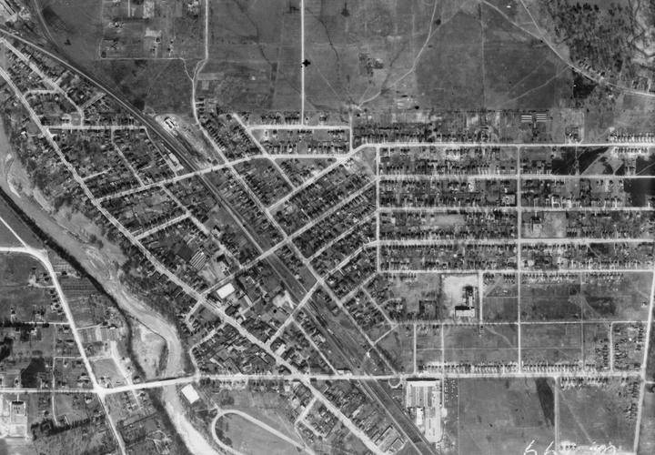 Aerial photograph of the town of weston  1942